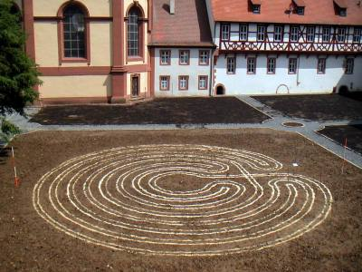 Labyrinth am Benediktushof am 3.7.2004