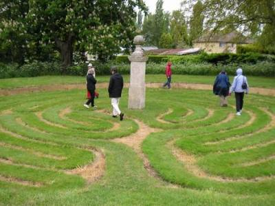 Das Rasenlabyrinth von Hilton im Mai 2005