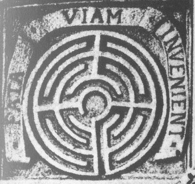 Relief-Emblem