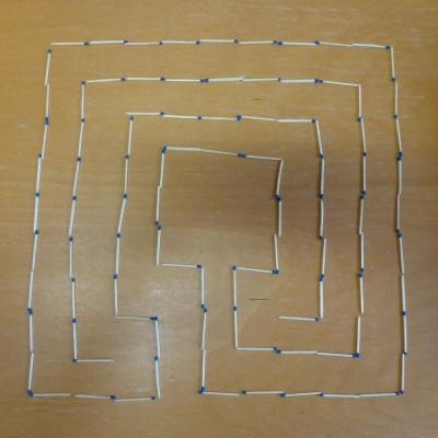 Ein quadratisches Streichholzlabyrinth