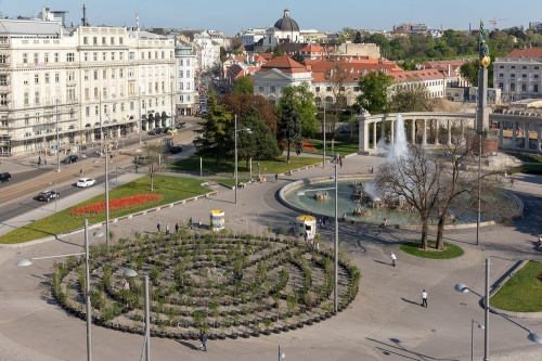 The temporary plant labyrinth on the Schwarzenbergplatz at Vienna © Lisa Rastl