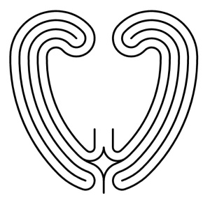 Labyrinth in runderer Herzform